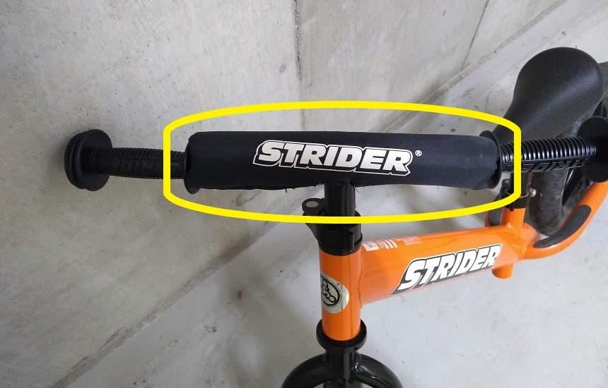 ストライダーのスポーツモデルのハンドルにはバーパッドがある