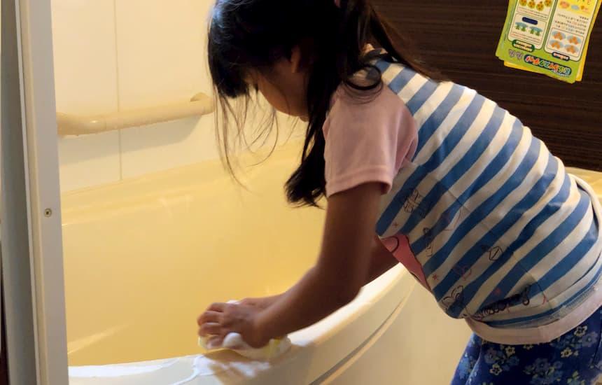 ピタリコのお風呂掃除の場面