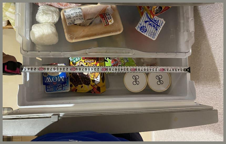冷凍庫のサイズを測定