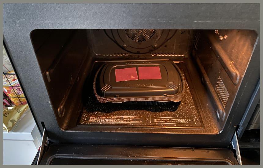 筋肉食堂deliの容器のシールが変色している