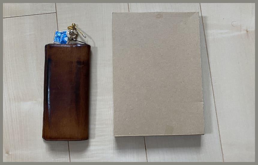 ホロベルの包装されたサイズは長財布くらい
