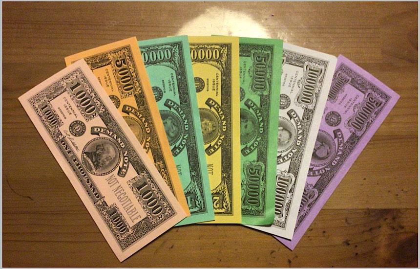 お金を扇状に並べたところ