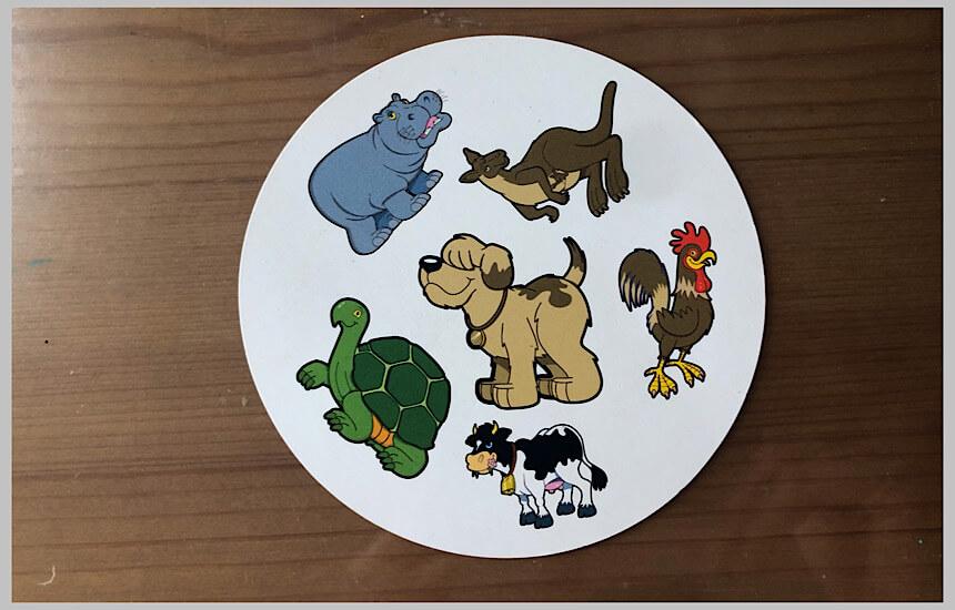ドブルキッズの犬が中央にいるカード