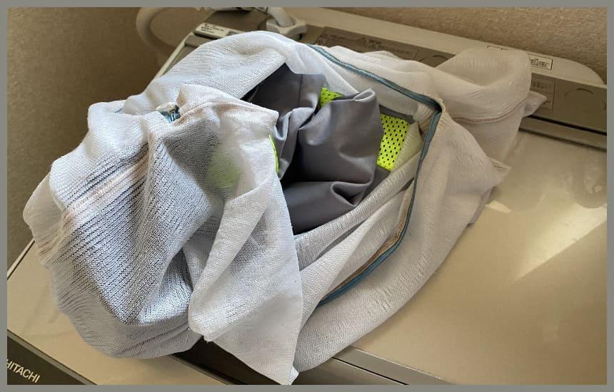 yokone3の枕カバーを入れている