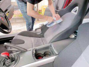 車のシートをお掃除